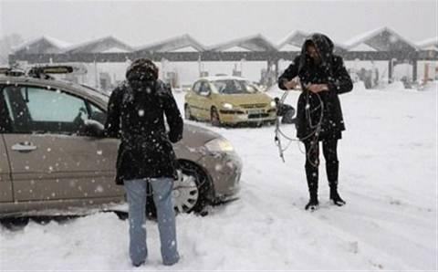Με αντιολισθητικές αλυσίδες η πρόσβαση στο χιονοδρομικό κέντρο Βόρρας