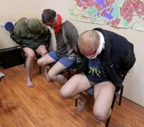 Αξιωματικοί της Υπηρεσίας Ασφαλείας στα χέρια των εξεγερμένων