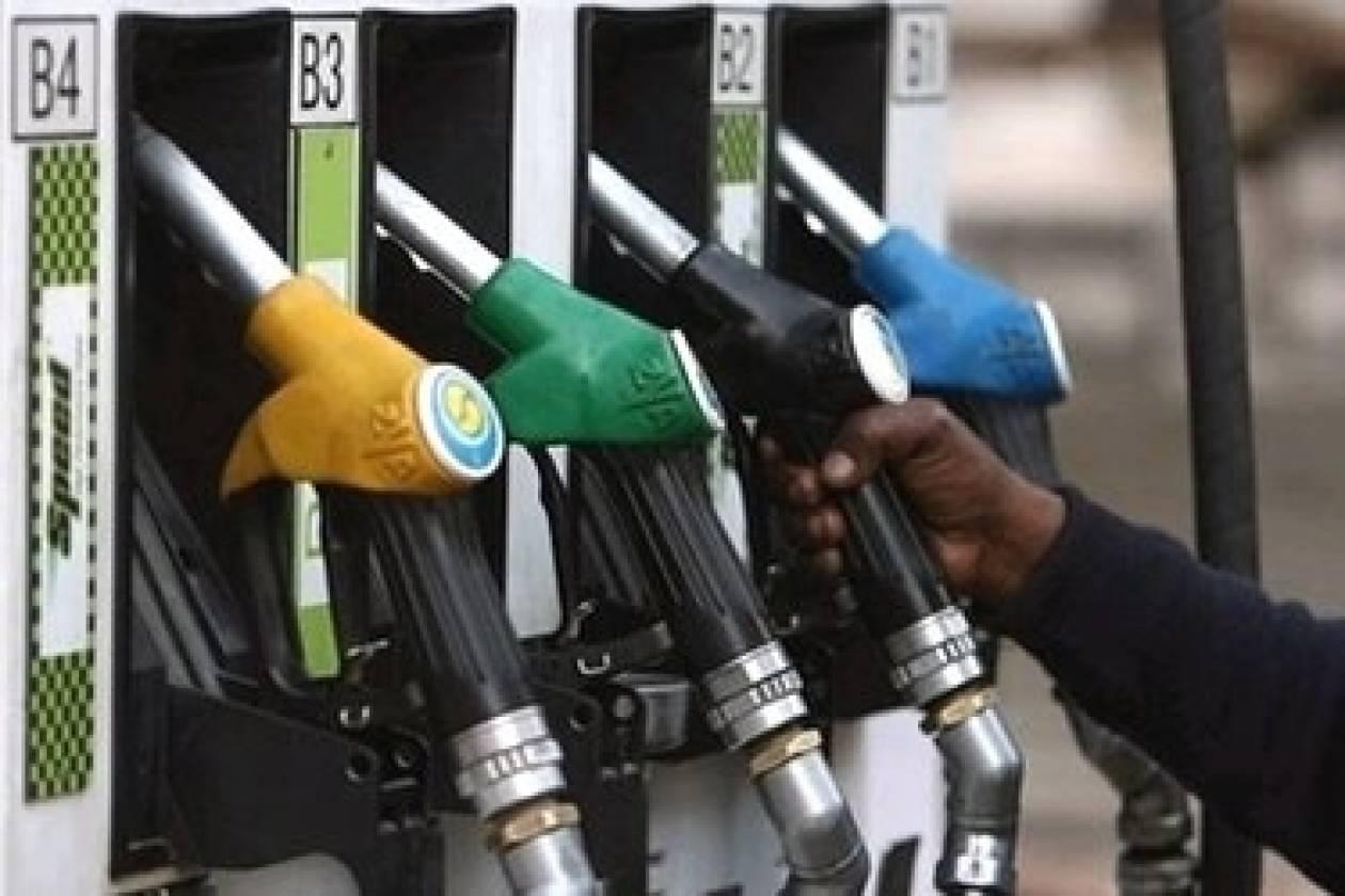 Παραλίγο τραγωδία - Οδηγός τράκαρε σε βενζινάδικο (pic)