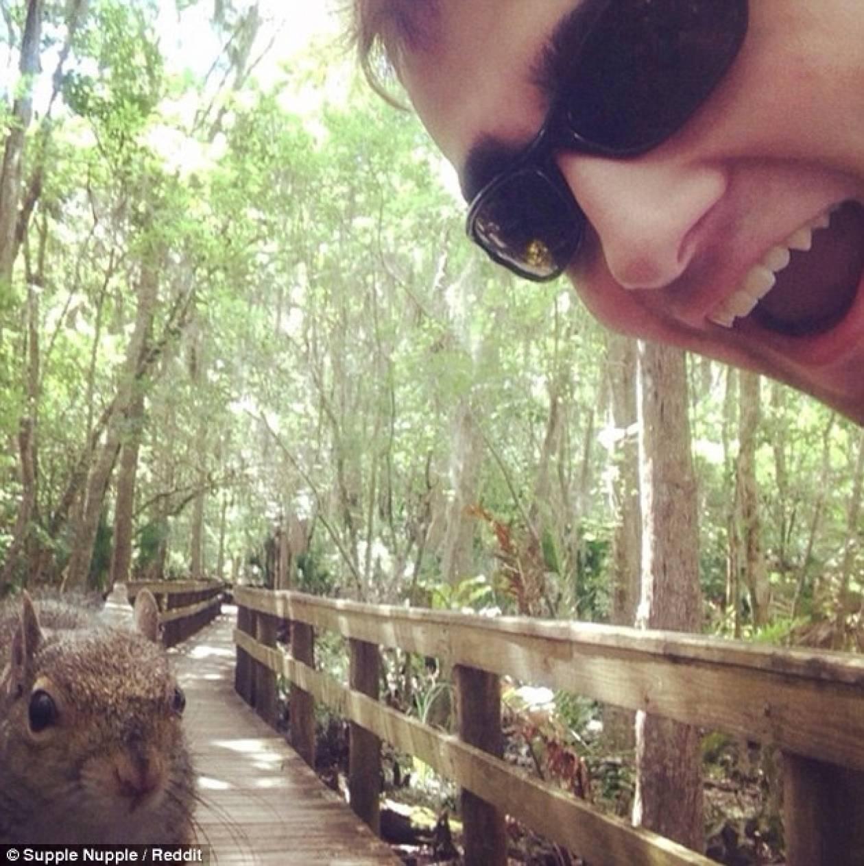 Έβγαλε μια selfie και... δεν θα πιστεύετε τι έγινε στη συνέχεια (pics)