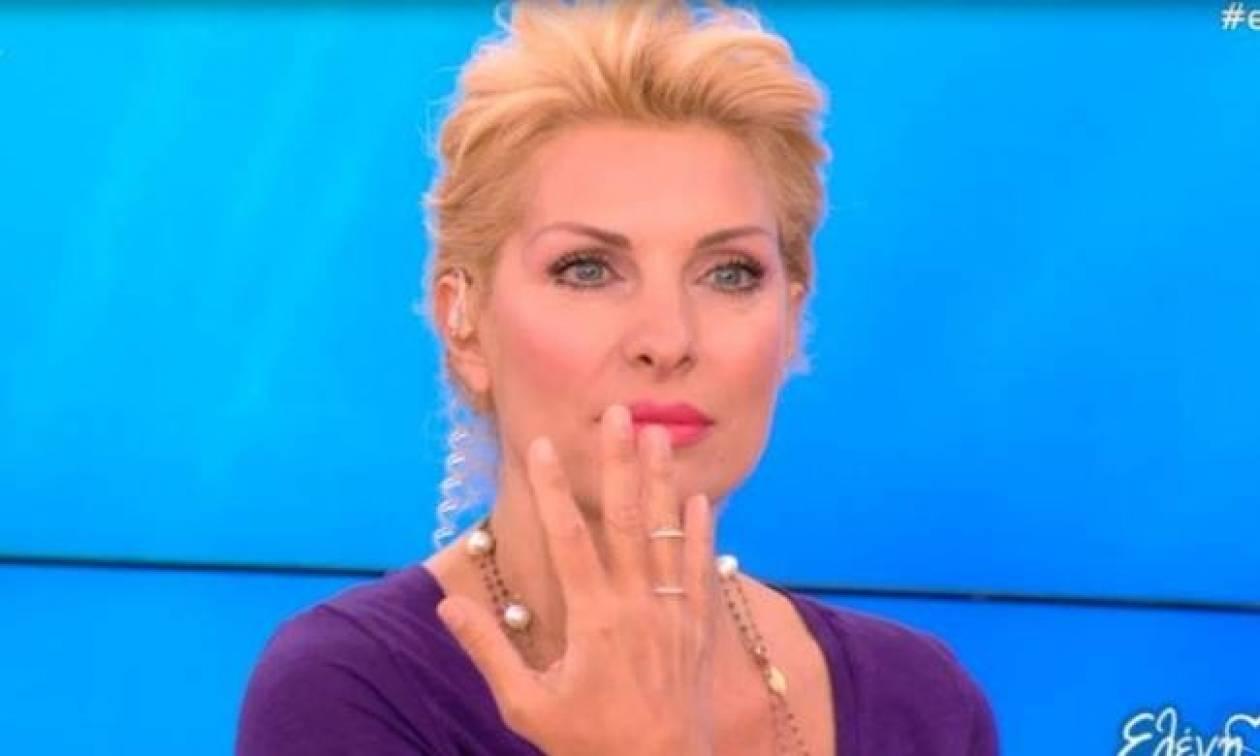 Ελένη Μενεγάκη: Της έκανε δώρο δαχτυλίδι η πεθερά… και μας το δείχνει!