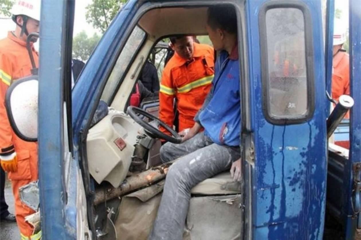 Ανατριχιαστικό τρακάρισμα: Δείτε τι έπαθε Κινέζος οδηγός! (photos)