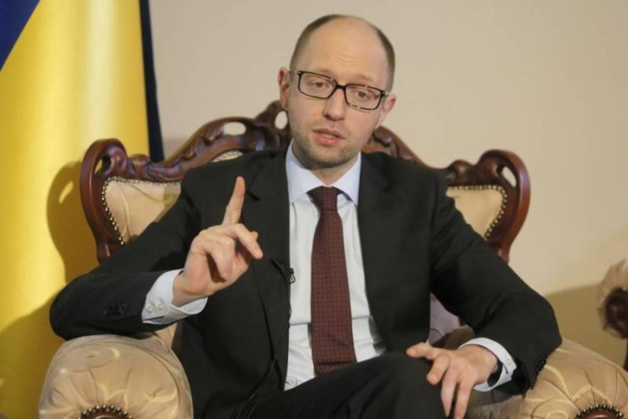 Ουκρανία: Προειδοποιεί την κυβέρνησή του ο Γιατσενιούκ