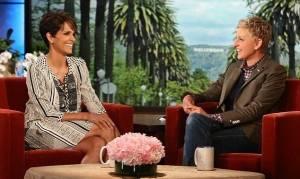 Η Χάλι Μπέρι μίλησε για την «γεροντική» εγκυμοσύνη της!