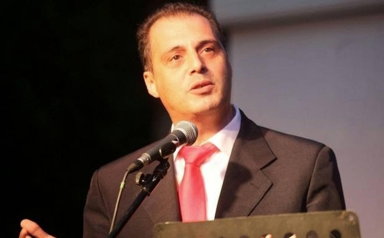 Ο  Βελόπουλος παρουσιαστής του Αποκαλυπτικού Δελτίου στο Εξτρα