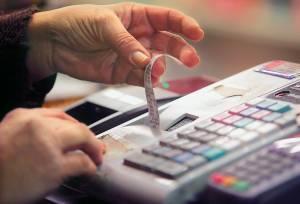 ΕΛ.ΑΣ.: Φορολογικοί και ασφαλιστικοί έλεγχοι σε καταστήματα στην Αττική