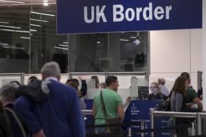 Βρετανία: Αυστηρά μέτρα ελέγχου λόγω Έμπολα