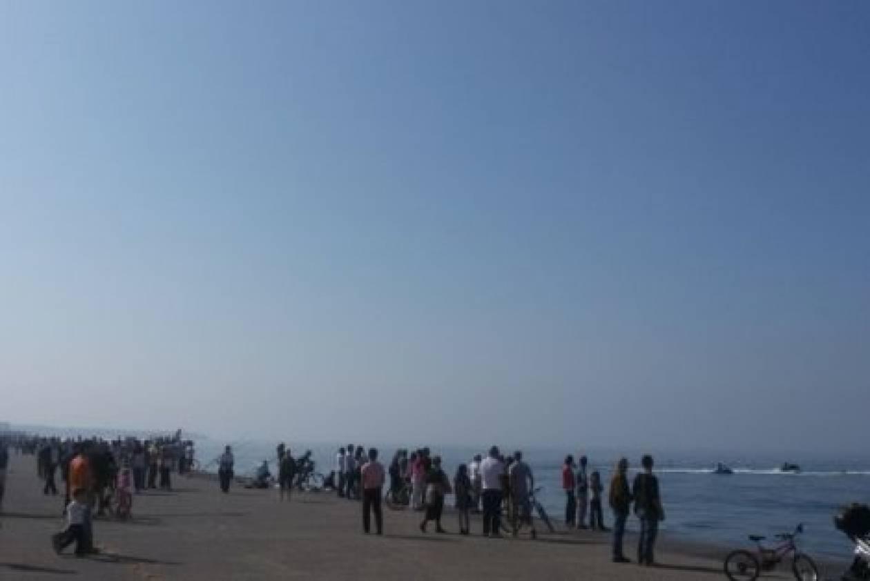 Θεσσαλονίκη: Δελφίνια έκαναν την εμφάνισή τους στη Nέα Παραλία (vid)