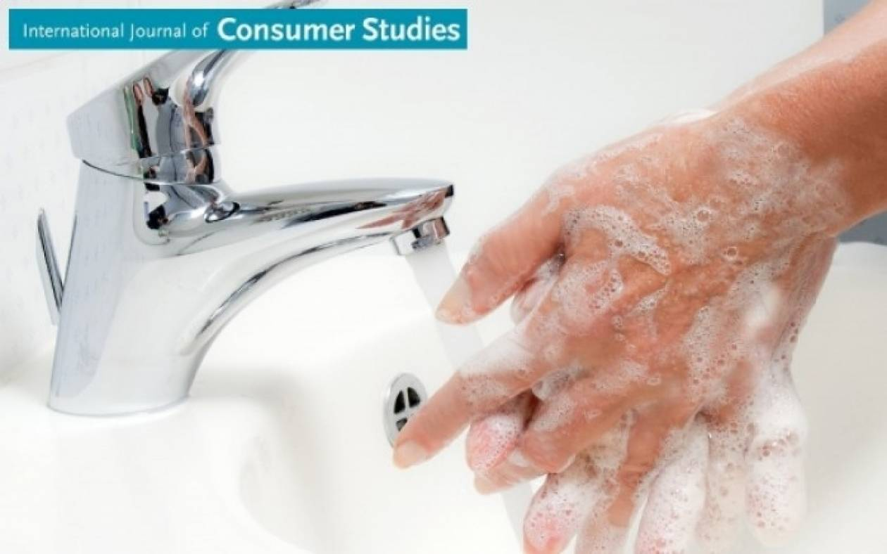 Γιατί επιβάλλεται να πλένετε τα χέρια σας με κρύο νερό