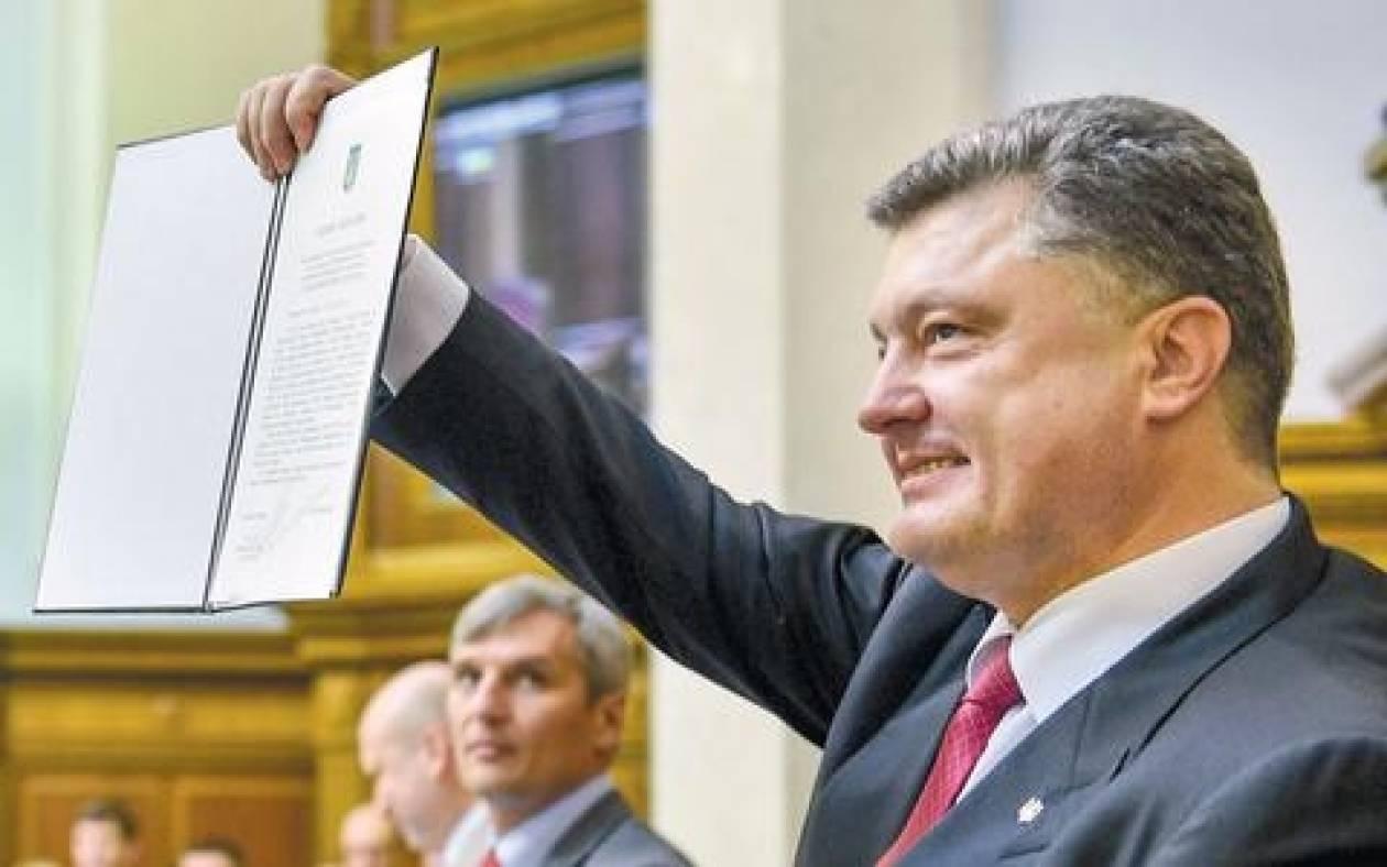 Ουκρανία: Ο Ποροσένκο απέπεμψε τον υπουργό Άμυνας