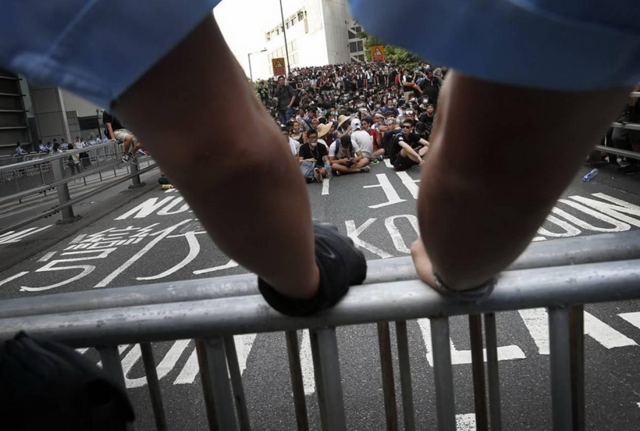 Χονγκ Κονγκ: Συνεχίζει να ξηλώνει οδοφράγματα η αστυνομία