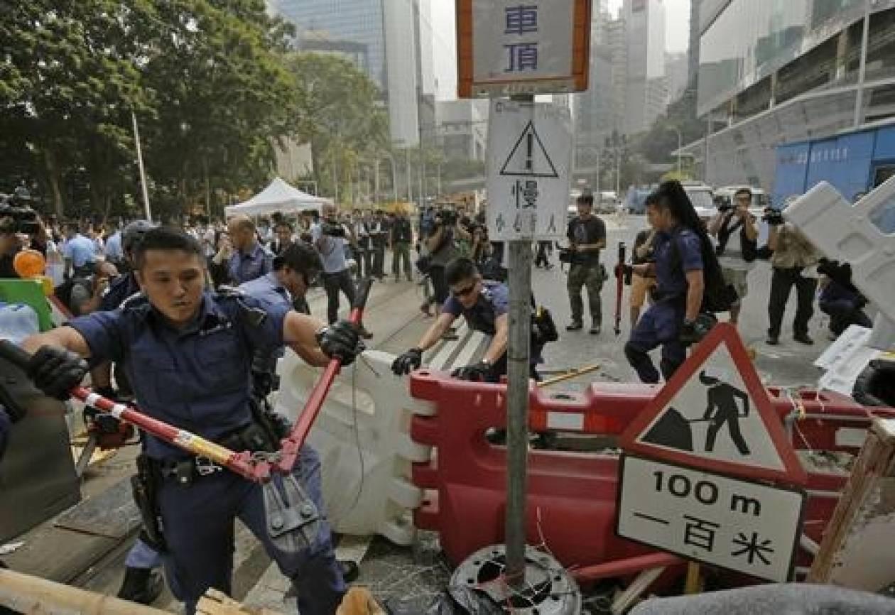 Χονγκ Κονγκ: Νέα επιχείρηση για την απομάκρυνση των οδοφραγμάτων