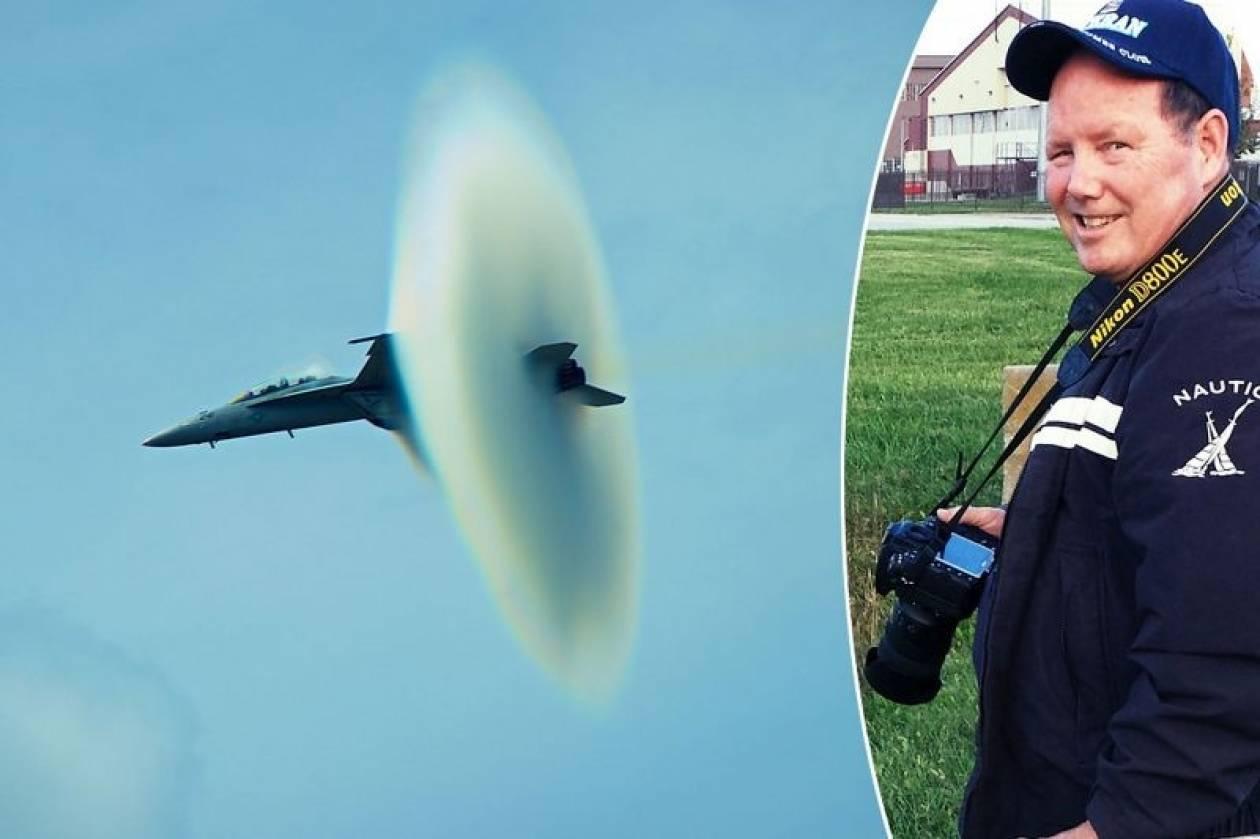 Εκπληκτική φωτογραφία: Μαχητικό σπάει το φράγμα του ήχου (vid)