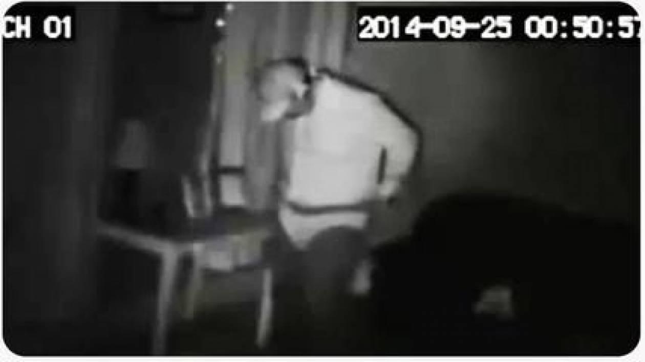 Ληστής μπήκε σε σπίτι και δοκίμαζε... γυναικεία εσώρουχα (βίντεο)