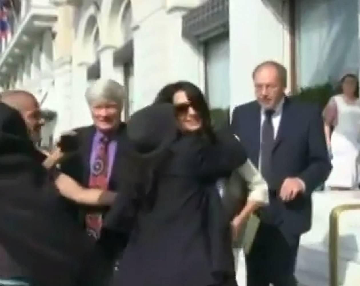 Η Ελένη Λουκά όρμησε στην Αμάλ Αλαμουντίν και την... (vid)
