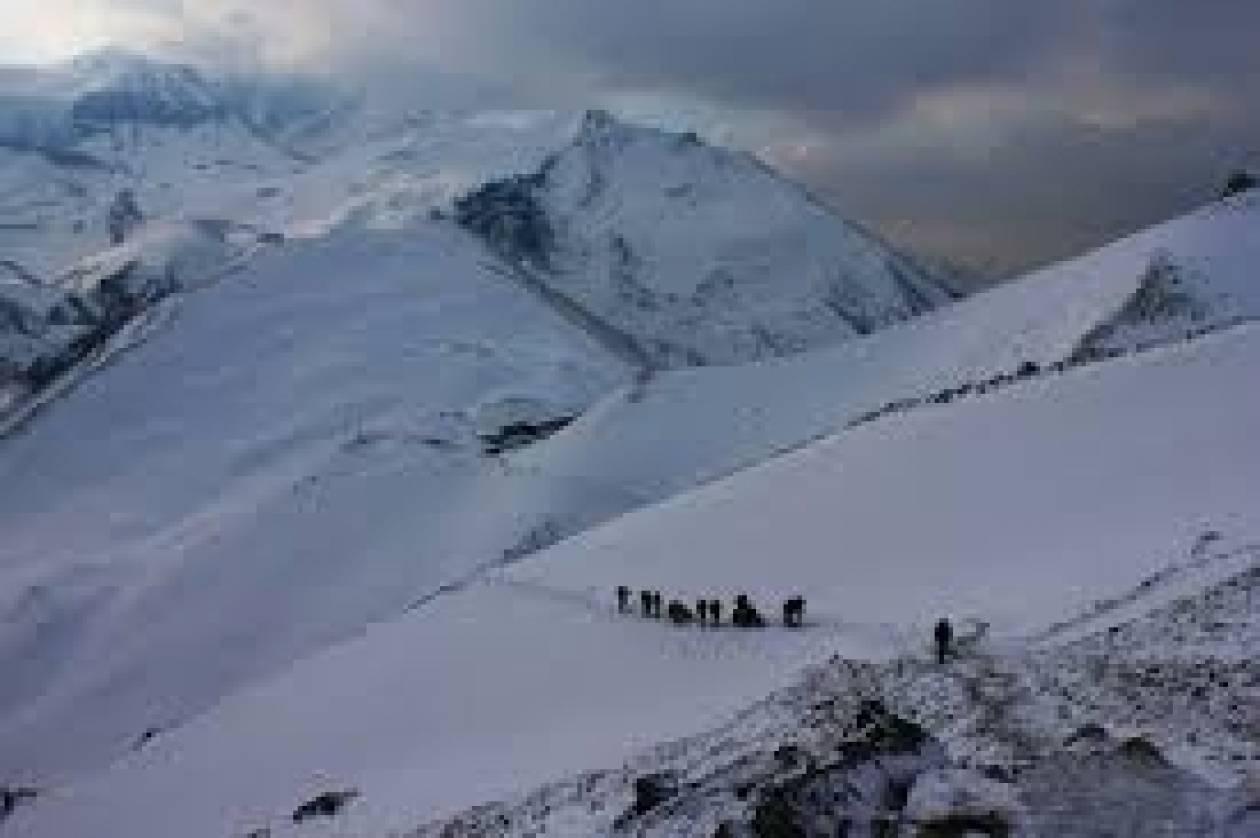 Νεπάλ: 21 τα θύματα της χιονοθύελλας