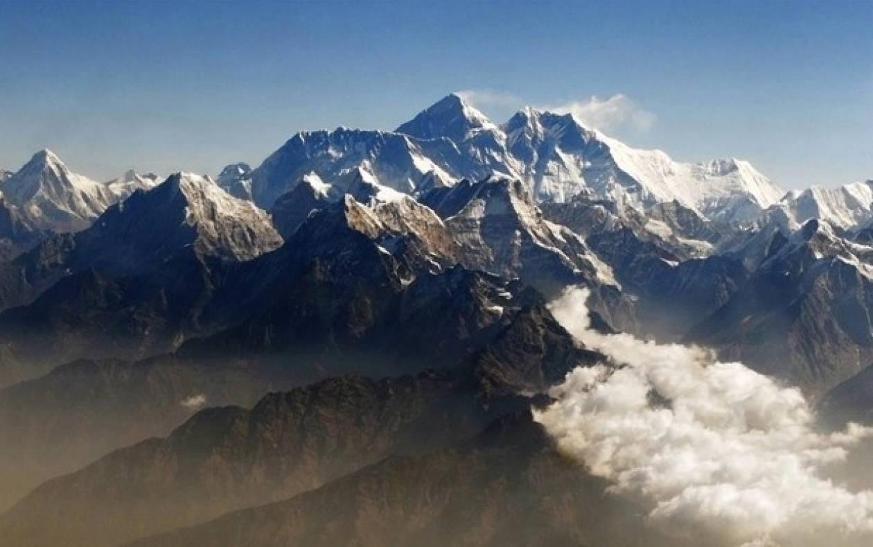 Τουλάχιστον 24 οι νεκροί από τη χιονοθύελλα στο Νεπάλ