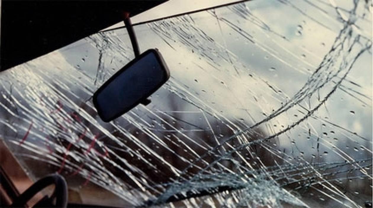 Κρήτη: Αυτοκίνητο «καβάλησε» πεζοδρόμιο την... κατάλληλη ώρα (pic)