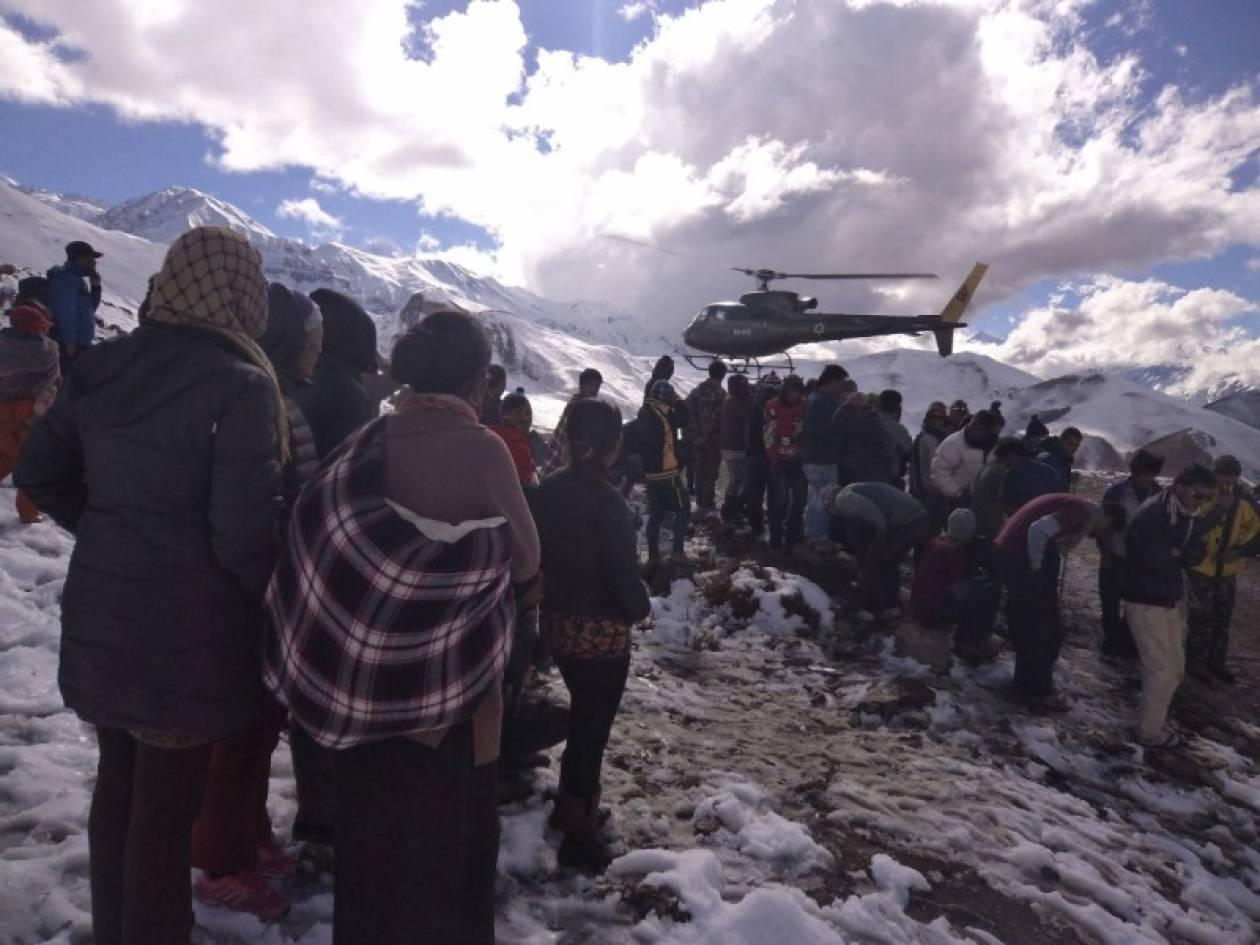 Αυξάνεται δραματικά ο αριθμός των νεκρών από χιονοθύελλα στα Ιμαλάια
