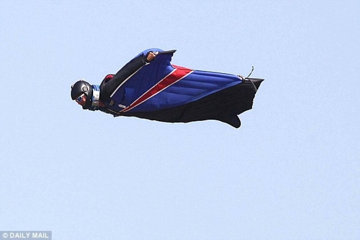 Είναι πουλί; Είναι αεροπλάνο; Είναι ο άνθρωπος... μυστήριο (pics)