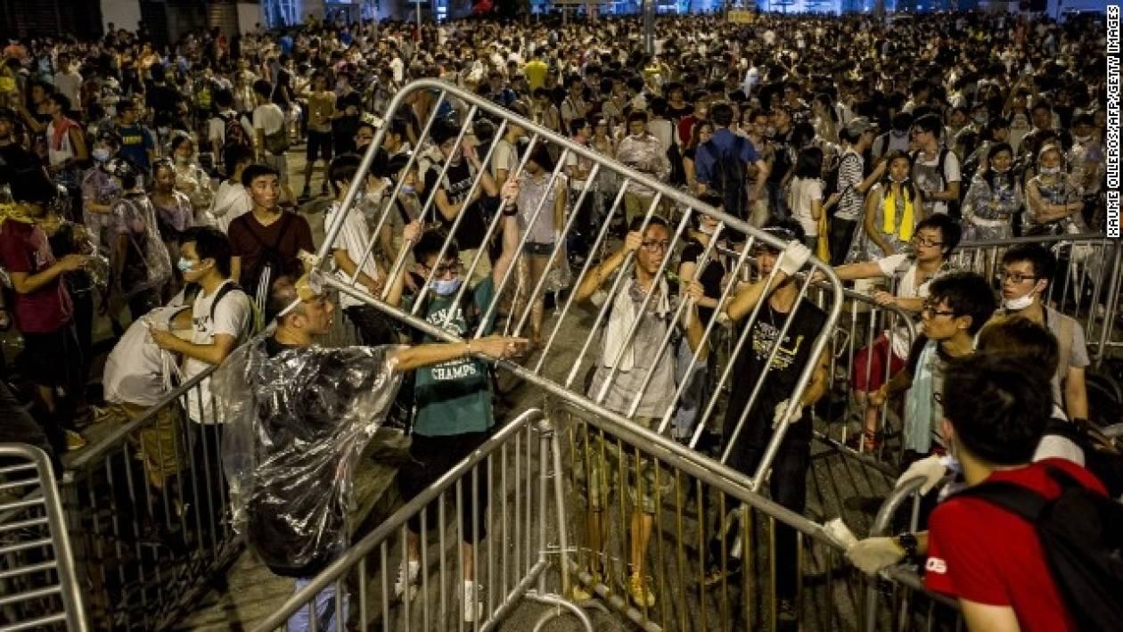 Δεύτερη νύχτα συγκρούσεων στο Χονγκ Κονγκ με 20 τραυματίες