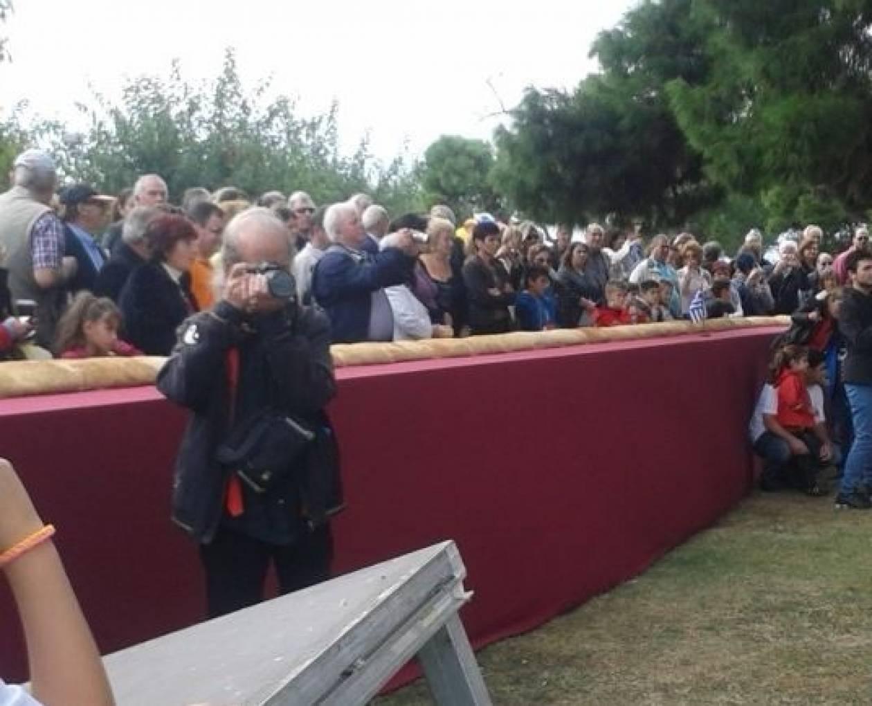 Θεσσαλονίκη: Αυτό είναι το μεγαλύτερο κουλούρι που ψήθηκε ποτέ (pics)