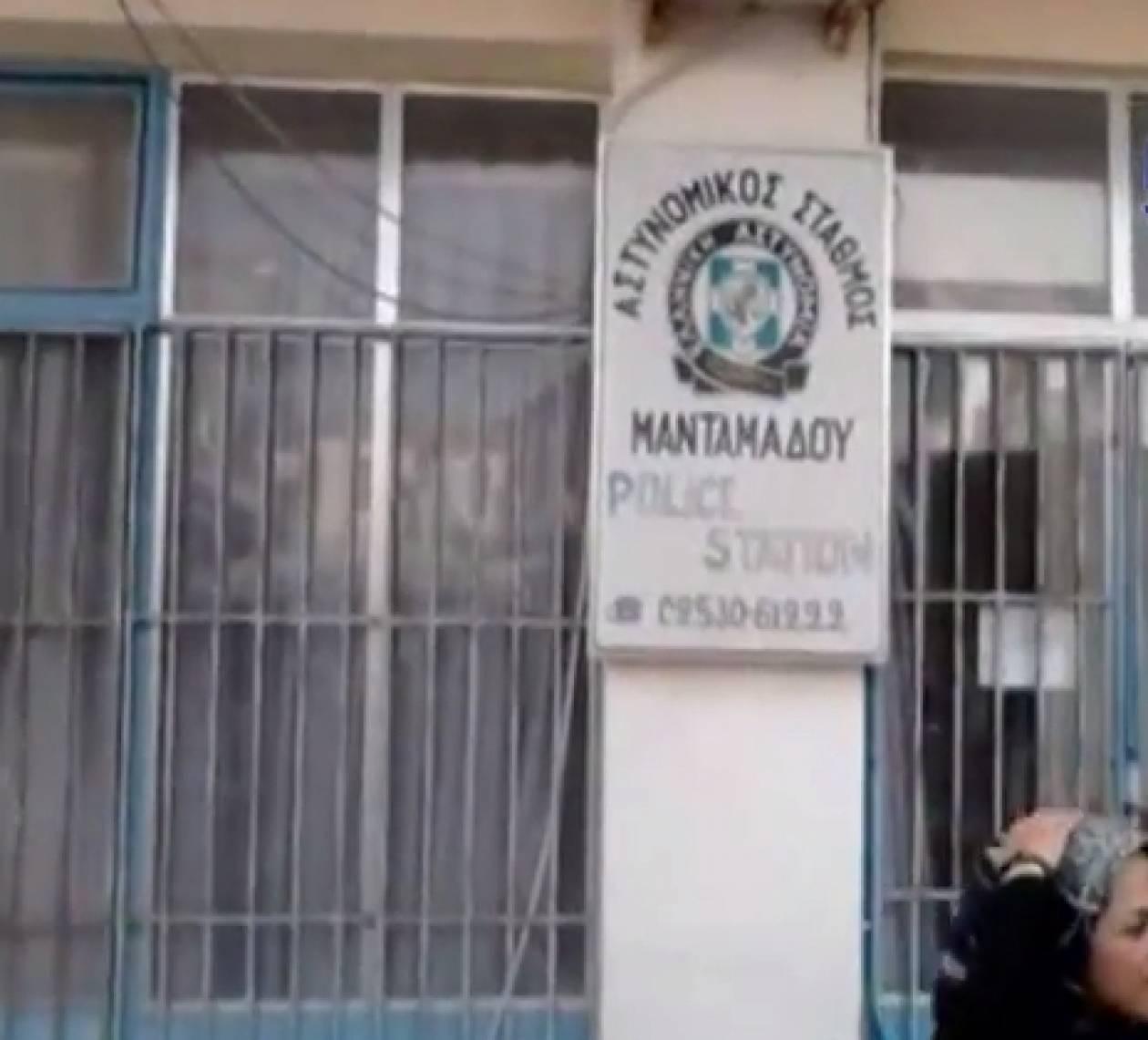 Λέσβος: Μετανάστες κοιμούνται επί μέρες έξω από αστυνομικό τμήμα (vid)