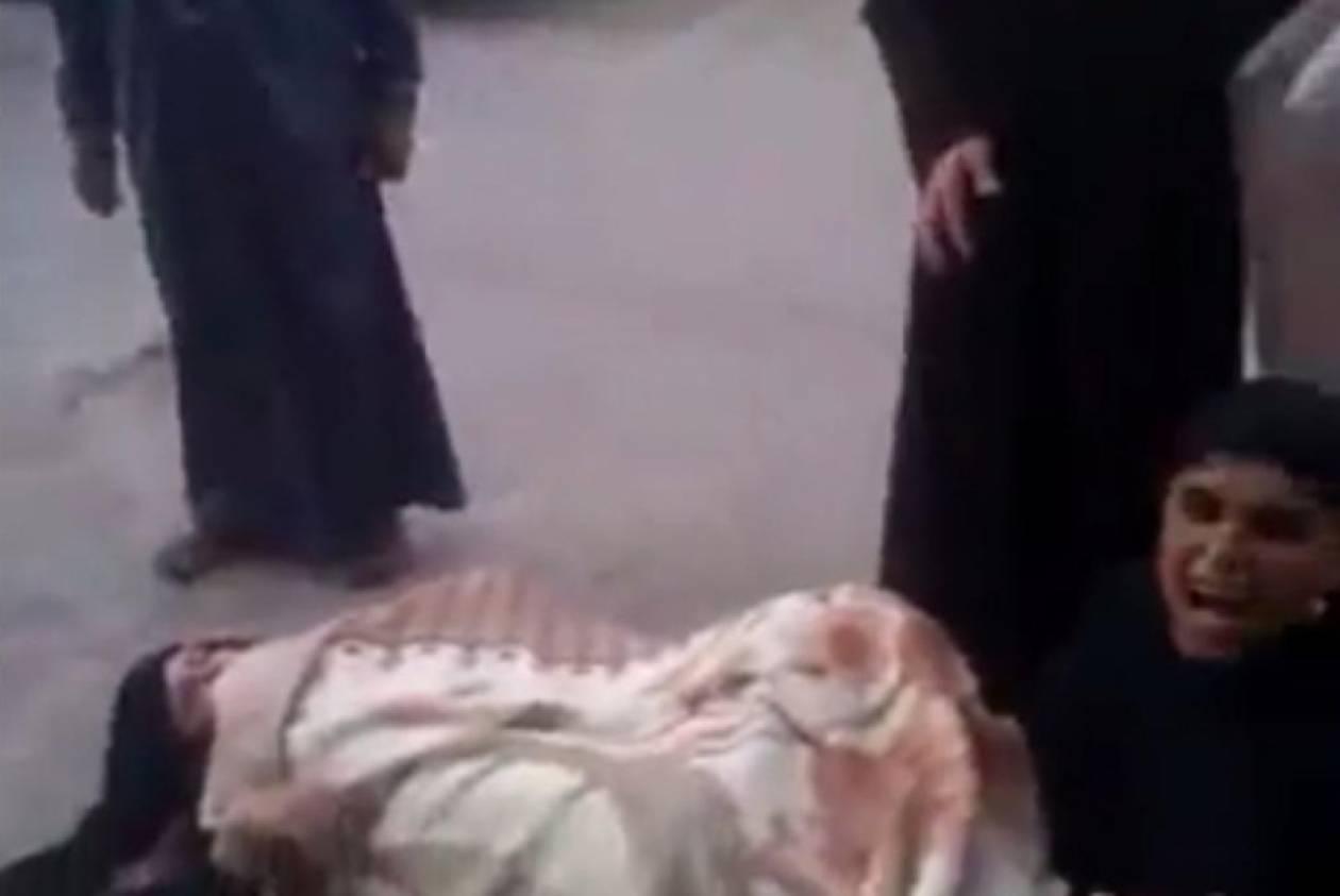 Αίγυπτος: Έδιωξαν έγκυο από νοσοκομείο και γέννησε στο δρόμο! (vid)