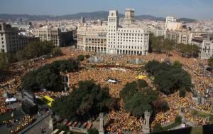 Στους δρόμους… όλοι οι Καταλανοί - Ζήτησαν τη διεξαγωγή πρόωρων τοπικών εκλογών