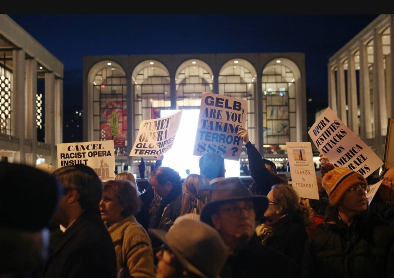 Διαδήλωση με αναπηρικά αμαξίδια κατά όπερας στη Νέα Υόρκη