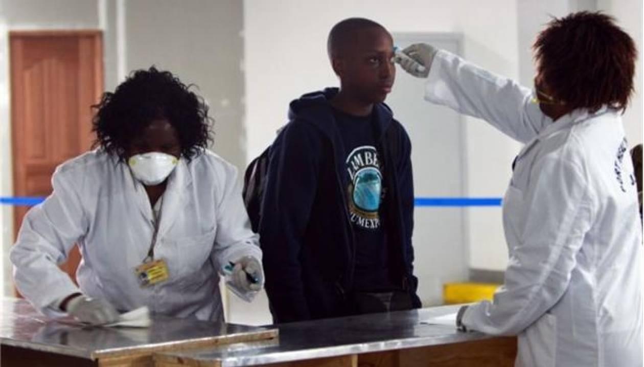 ΗΠΑ: Ενισχύονται τα μέτρα ασφαλείας για τον ιό του Έμπολα σε πέντε αεροδρόμια