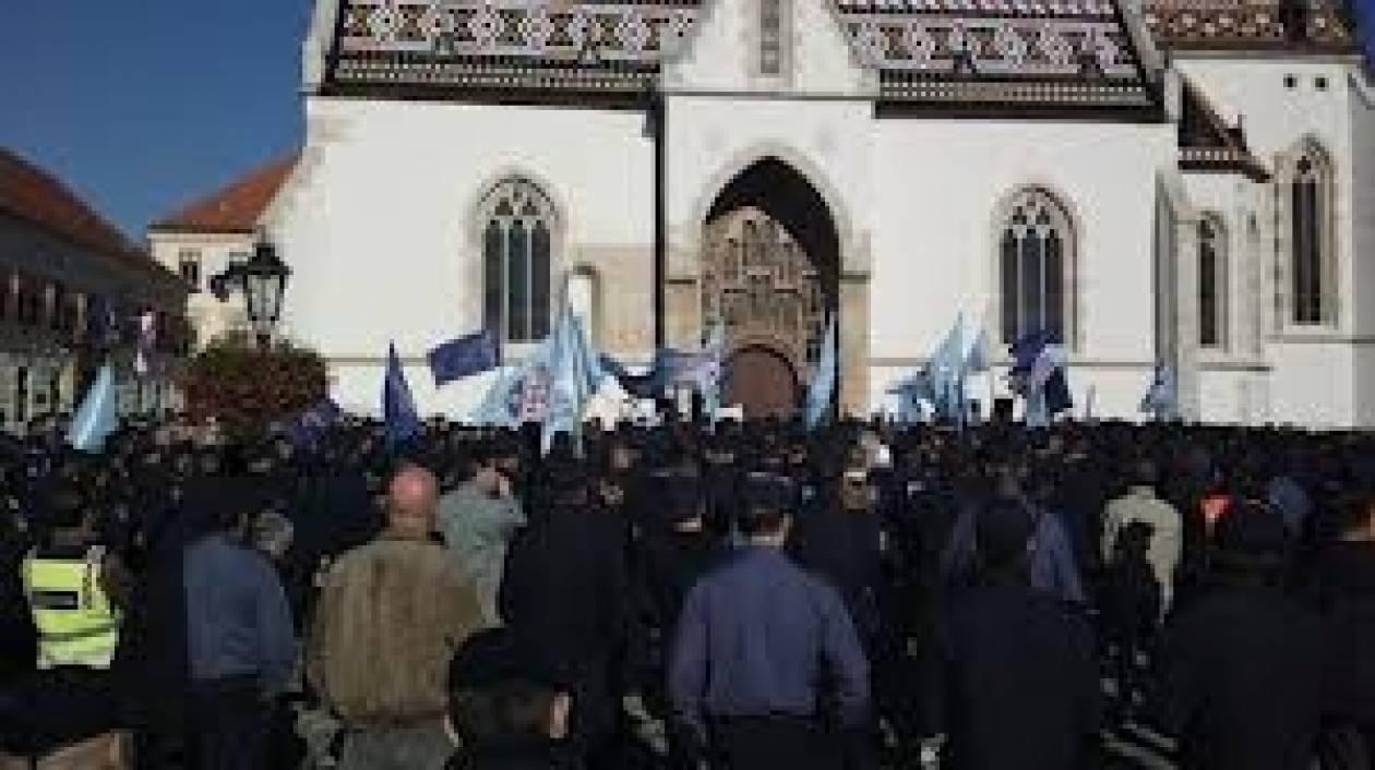 Κροατία: Πέθανε σε διαδήλωση 60χρονη γυναίκα, ανάπηρη πολέμου