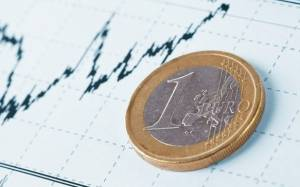Κάτω από τα 1,27 δολ. το ευρώ