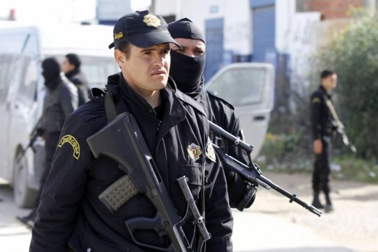 Τυνησία: Εγκλωβισμένα γυναικόπαιδα απειλούν οι τρομοκράτες