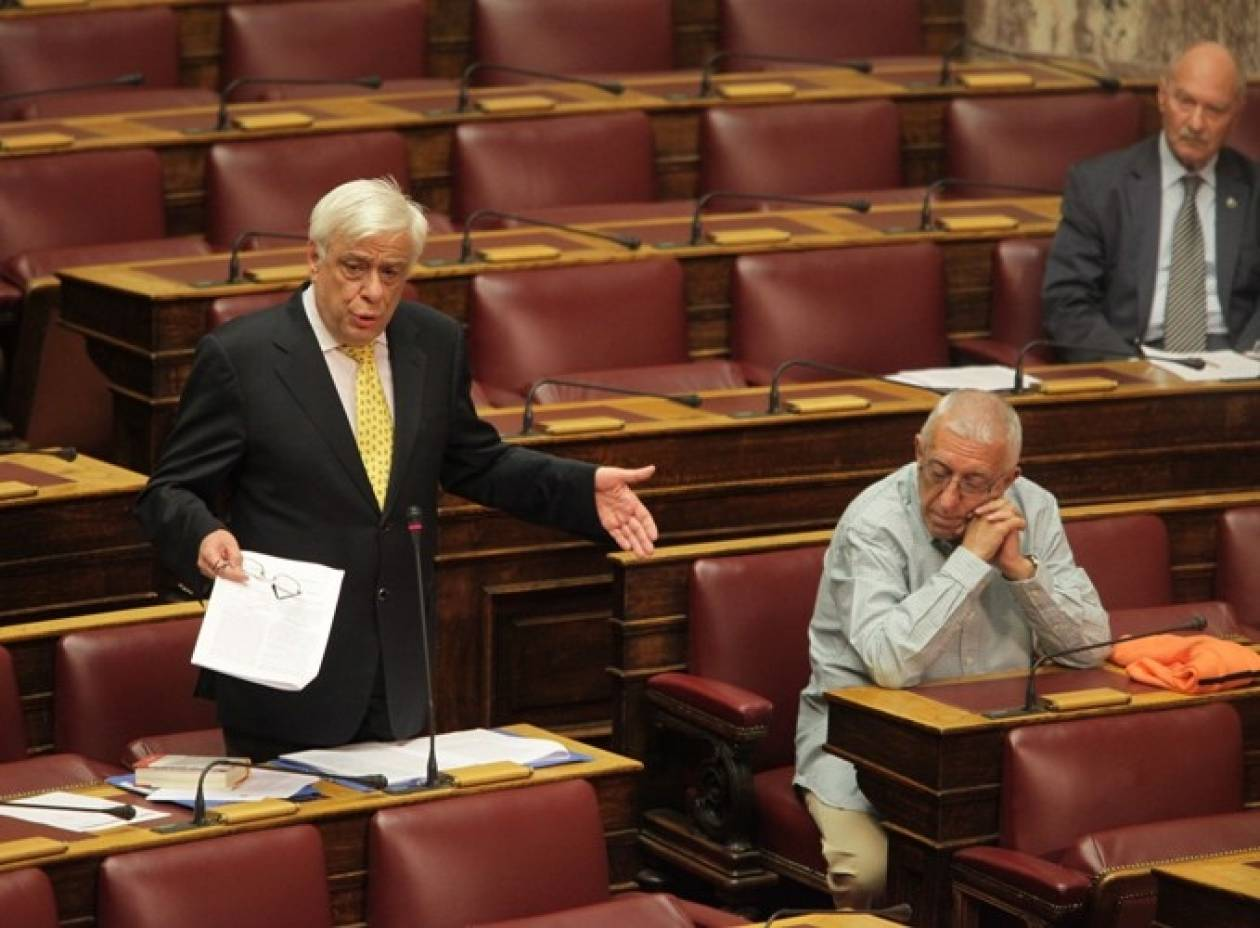 Παυλόπουλος: Διαψεύδει τον Μητρόπουλο για τις μονιμοποιήσεις επί υπουργίας του