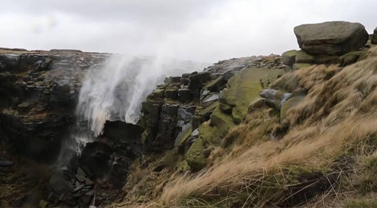 Όταν ο άνεμος  γυρίζει ανάποδα  καταρράκτη 30 μέτρων  (Vid)