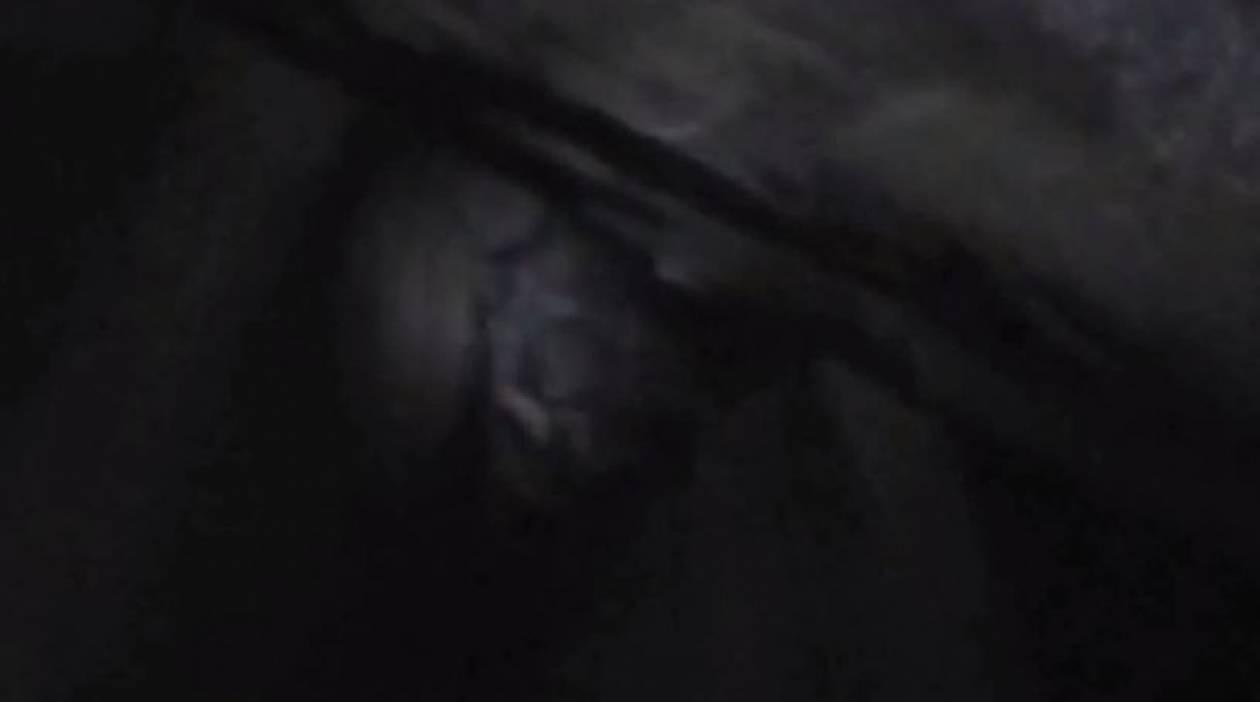 Βίντεο: Περίεργο ανθρωποειδές μέσα σε σπήλαιο της Αυστραλίας;