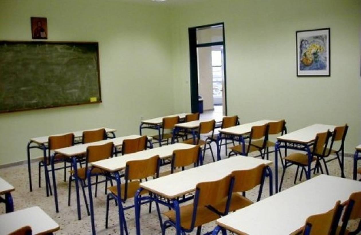 Σοκ στην Πάτρα: Καθηγητής έκοψε τις φλέβες του μπροστά στους μαθητές