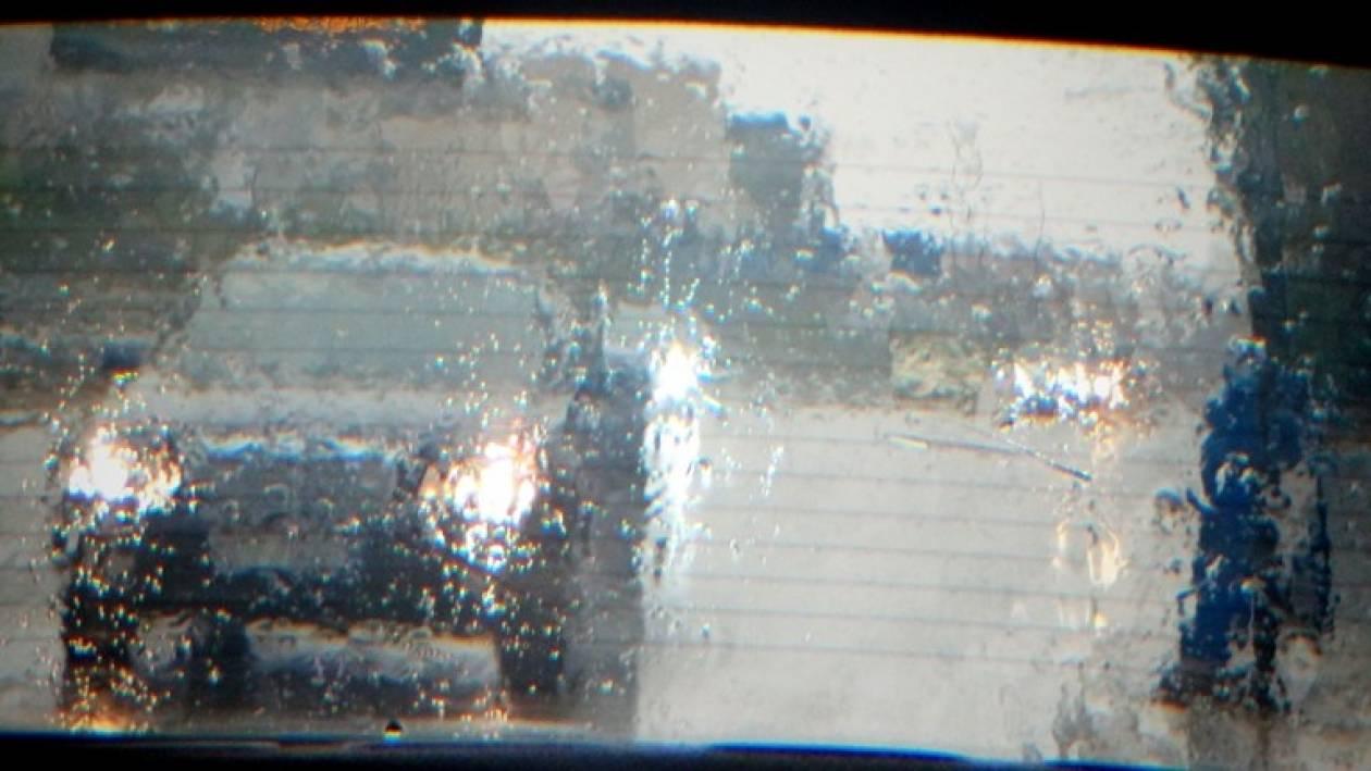 Kυκλοφοριακό «έμφραγμα» λόγω της βροχής (pic)