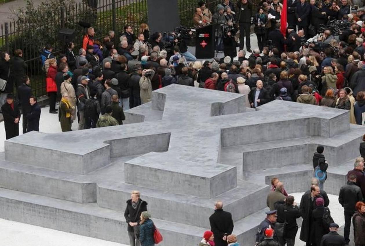 Αυστρία: Τα αποκαλυπτήρια του μνημείου για τους λιποτάκτες της Βέρμαχτ