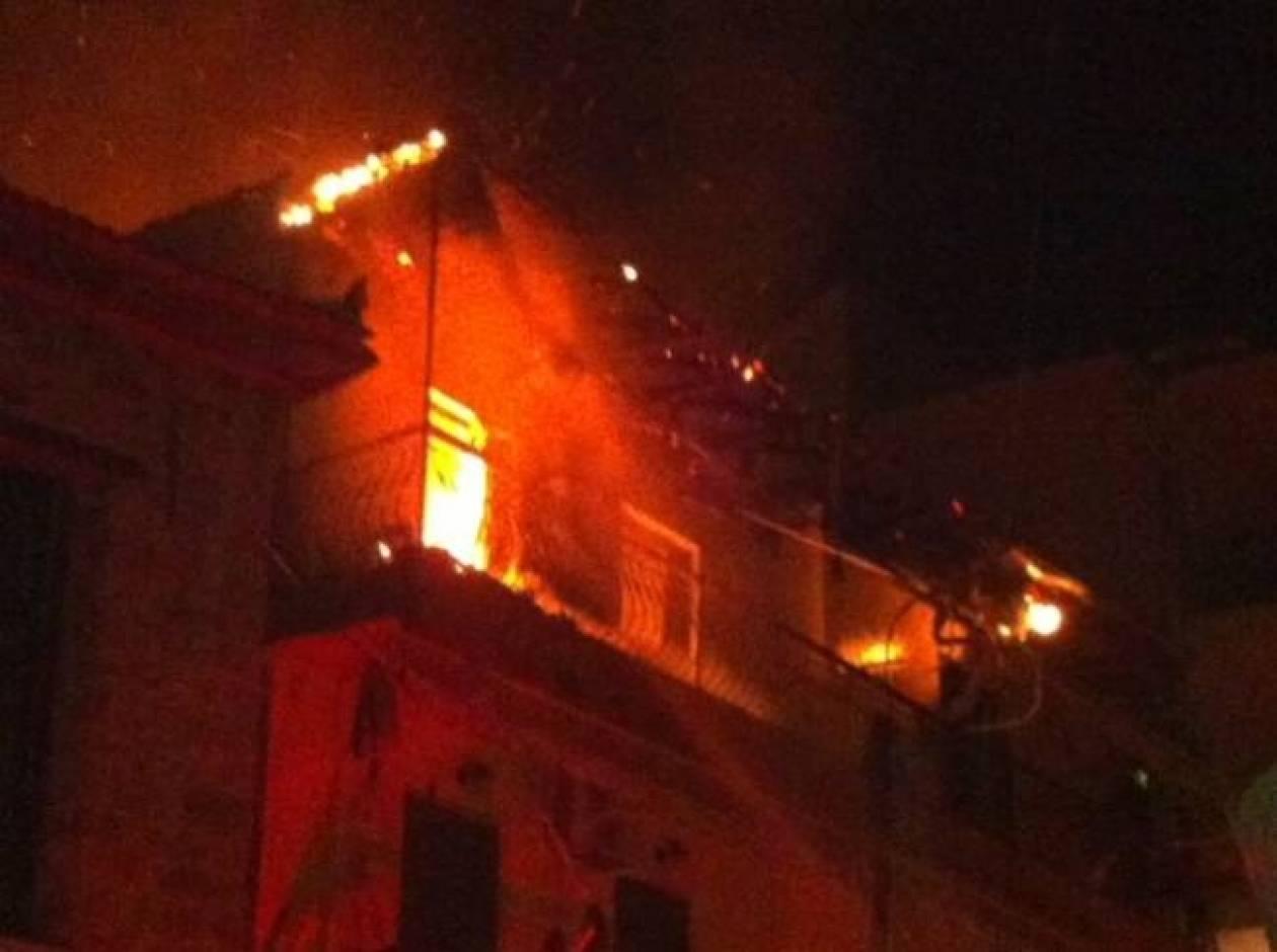 Θεσσαλονίκη: Στις φλόγες μονοκατοικία – Στο νοσοκομείο μία 80χρονη