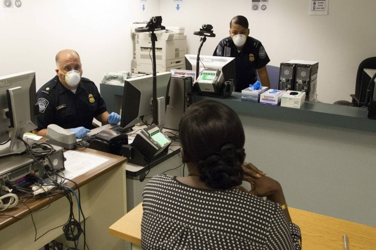 Σε καραντίνα μία νοσηλεύτρια σε αεροδρόμιο των ΗΠΑ