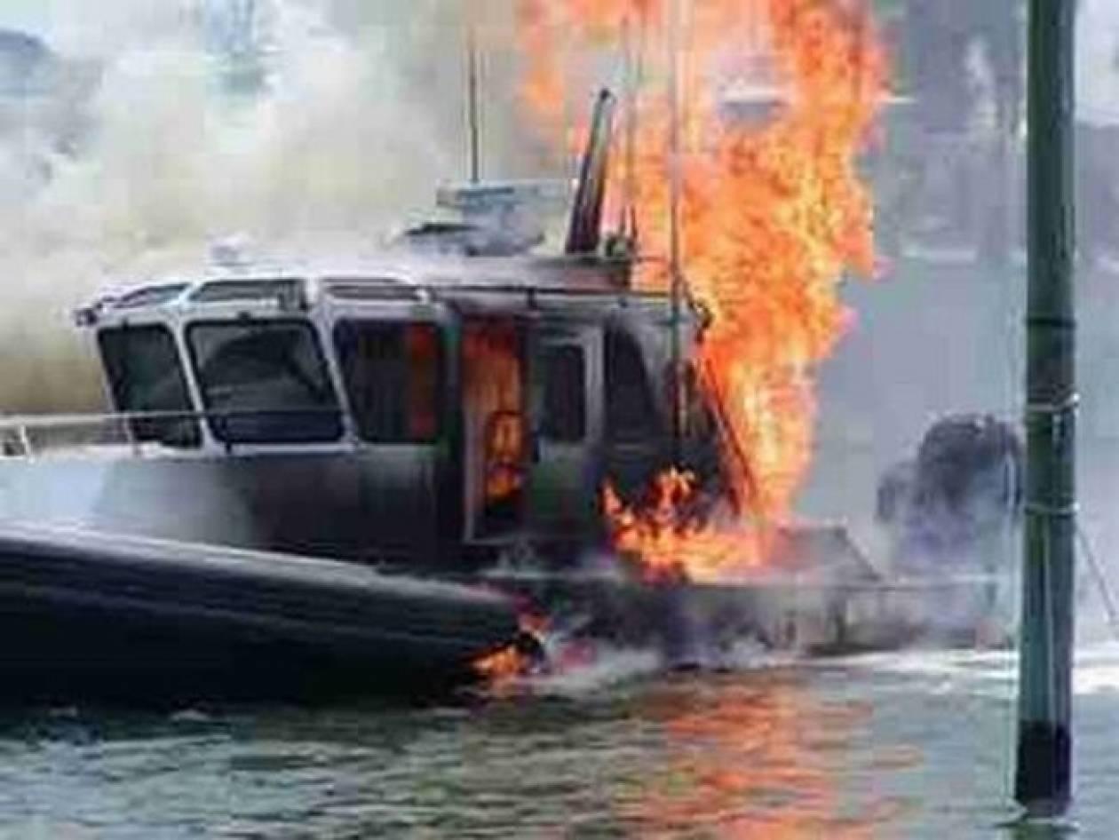 Στις φλόγες σκάφος στον Πόρο