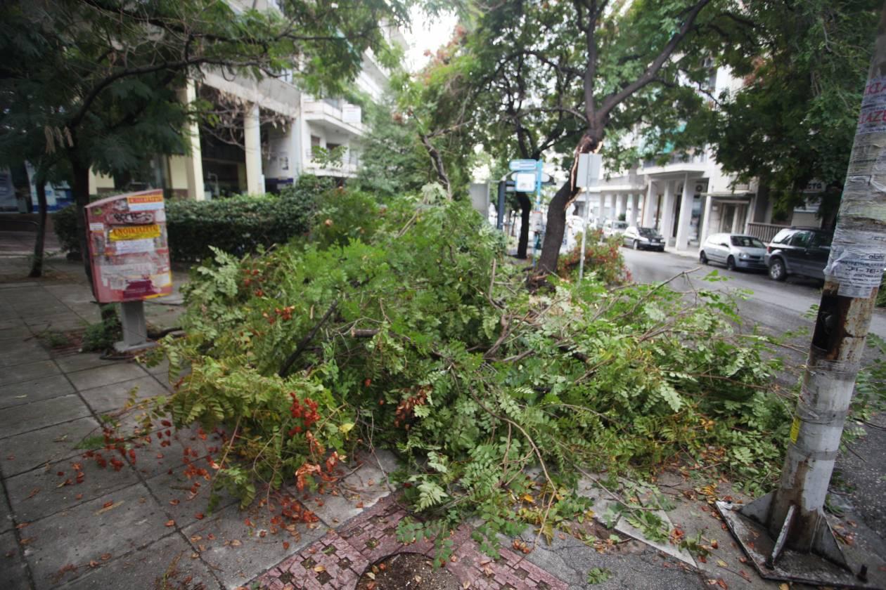 Προβλήματα και στη Θεσσαλονίκη από την ξαφνική νεροποντή