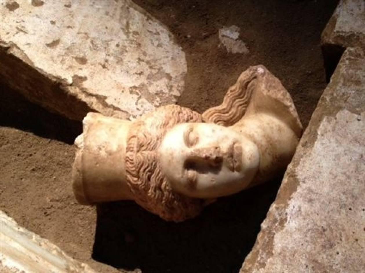 Θέμελης: Ο τάφος της Αμφίπολης είναι συλημένος