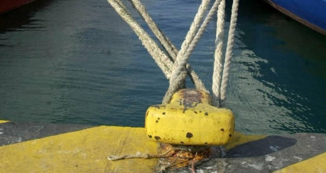 Κόπηκαν οι κάβοι από πλοίο λόγω των ισχυρών ανέμων στο Λαύριο