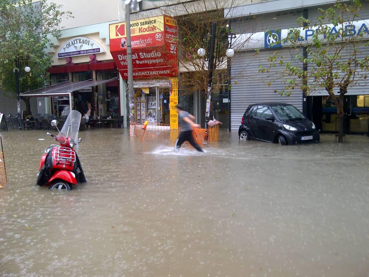 Ευρεία σύσκεψη για τις ζημιές από τις πλημμύρες στον Πειραιά