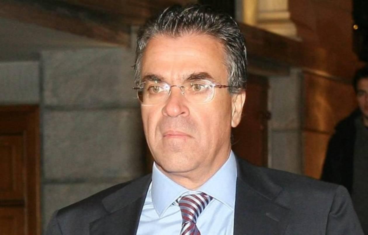 Επτά τηλεοράσεις έβαλε στο γραφείο του ο Ντινόπουλος