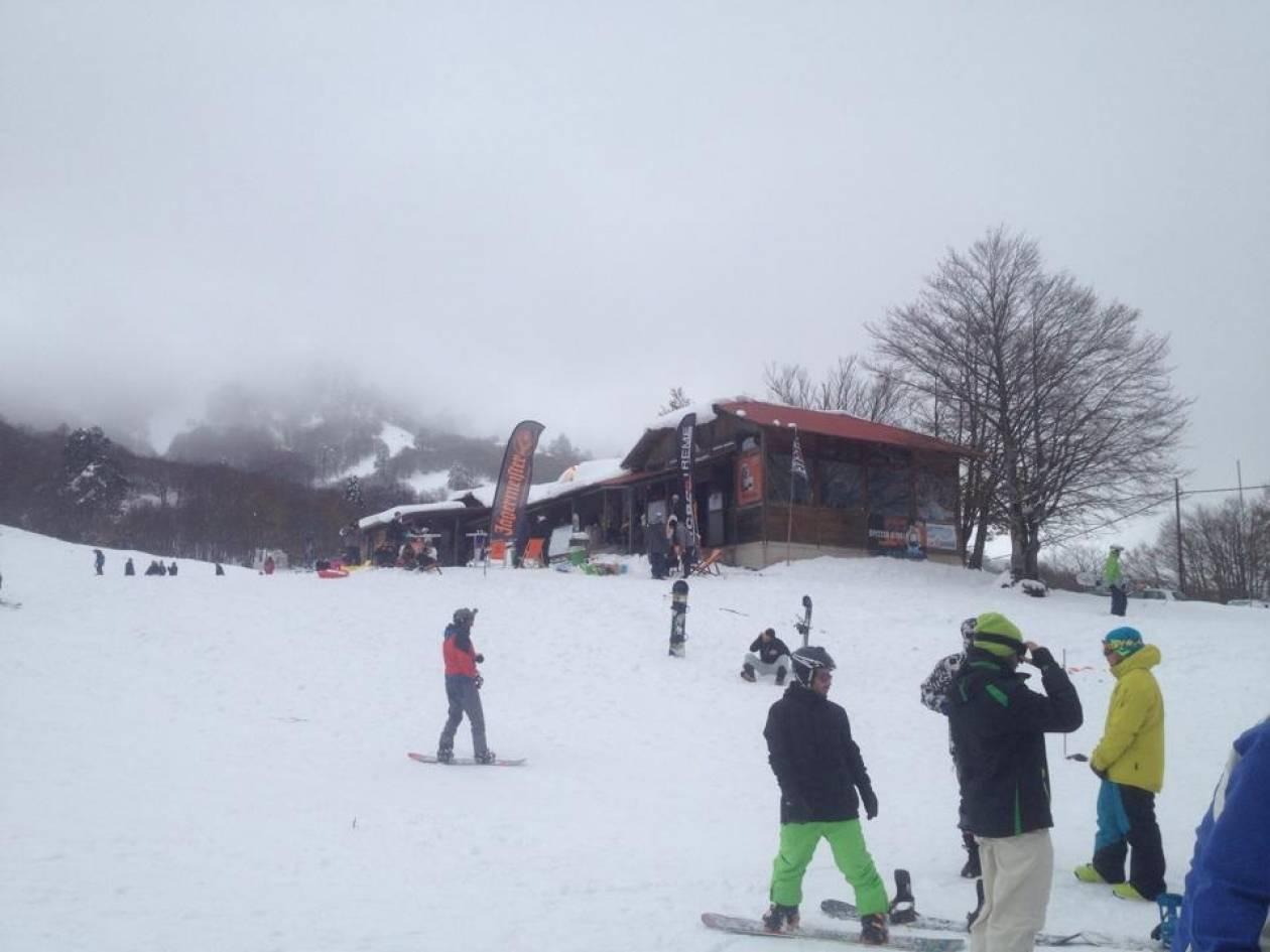 Βασιλίτσα: Τα πρώτα χιόνια έφεραν κόσμο στο χιονοδρομικό κέντρο