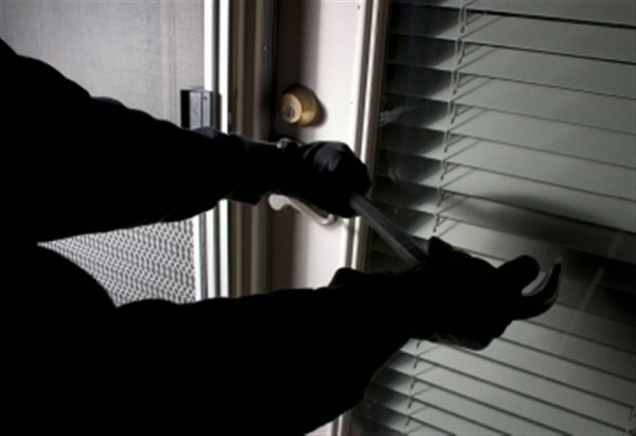 Ληστές εισέβαλαν σε σπίτι μέρα μεσημέρι-Εφιαλτικές ώρες για μία 59χρονη